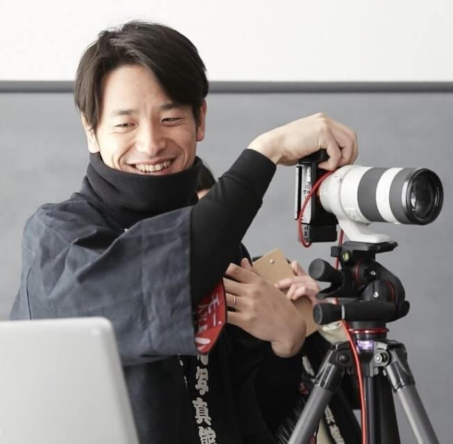 鈴木心(坂井真紀の旦那)のwiki経歴と作品画像は?年収、馴れ初めを調査!【本音でハシゴ酒】