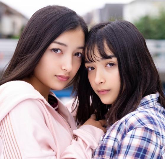 エリカ&マリナ姉妹(TikToker)wikiまとめ!水着や美人母画像!【ダウンタウンDX】